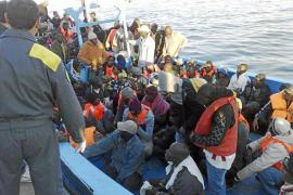 El mar se traga frente a Túnez a más de 200 refugiados procedentes de Libia