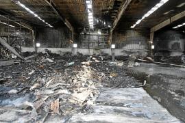 Un gran incendio arrasa una planta de reciclaje de Cáritas en Menorca