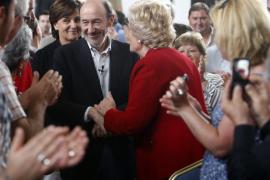 Rubalcaba acusa a Rajoy de querer «podar» el estado del bienestar