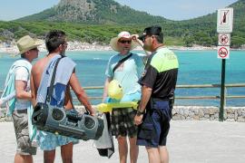 El Ajuntament adopta medidas contra el descontrol en Cala Agulla