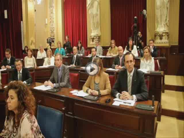 El PP exhibe su aplastante mayoría en el primer pleno de la nueva legislatura