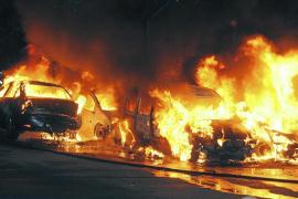 Arden doce coches en Marratxí