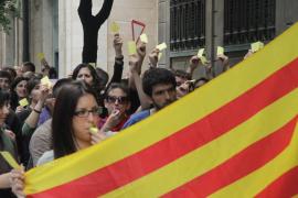 Un centenar de estudiantes exigen en Palma que el catalán sea un requisito
