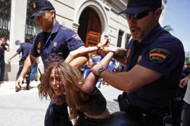 Dieciocho heridos y cinco detenidos en una carga policial contra indignados en Valencia