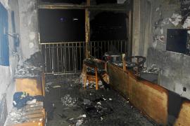 Un centenar de turistas evacuados y dos intoxicados por un incendio en un hotel de Palma