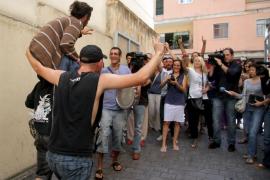 Libertad provisional para los tres 'indignados' detenidos por escalar hasta el balcón de Cort