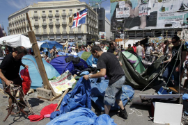 Los 'indignados'  levantan los campamentos en media España, pero no en Palma