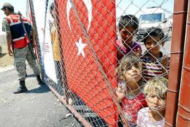 El Ejército sirio abre fuego contra civiles en la frontera con Turquía