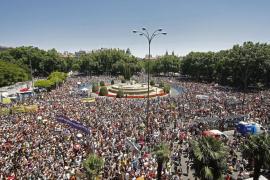 Miles de personas se suman a las marchas de 'indignados'  en Madrid en un ambiente reivindicativo y festivo
