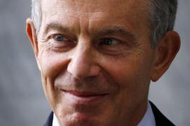 Blair organiza una fiesta en su casa para su hijo pero les cobra a los amigos