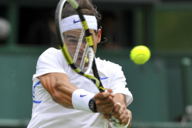 Nadal debuta en Wimbledon con una contundente victoria