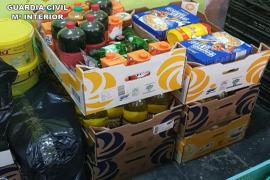 La Guardia Civil retira más de 600 alimentos caducados en varios comercios de Mallorca
