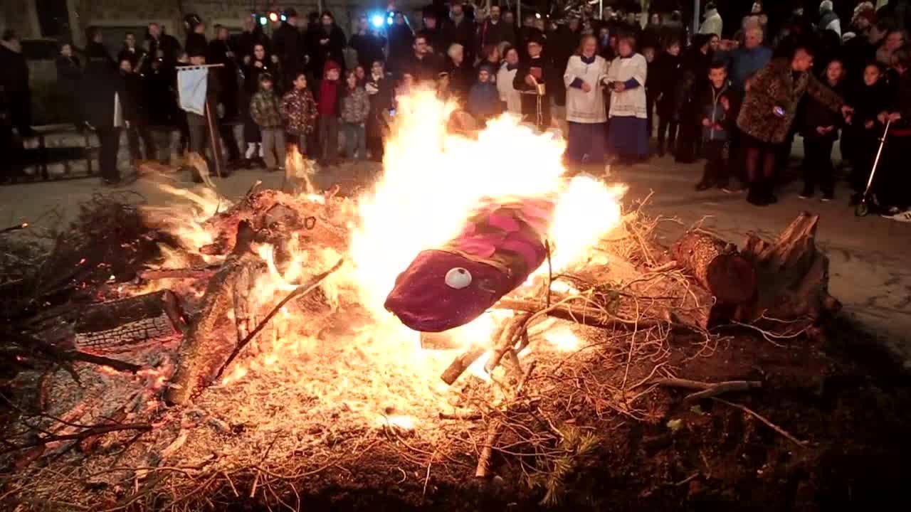 Pòrtol cierra el Carnaval con su tradicional Entierro de la sardina
