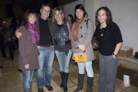 "Maria Salas, Chango Muntaner, Neus Albis, Laia Sastre y Gloria Franquet, presentadora de ""L'Aguait"""