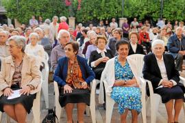 El pueblo agradece a las monjas sus 28 años de dedicación a los mayores de la residencia
