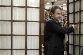 Zapatero dice que los ingresos se cumplen al 99% y pide a Rajoy que no mienta
