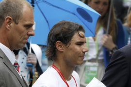 La lluvia retrasa la jornada en Wimbledon, excepto la cita de Nadal bajo techo