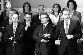Zapatero reitera su compromiso social con los ciudadanos tras dos años de Gobierno