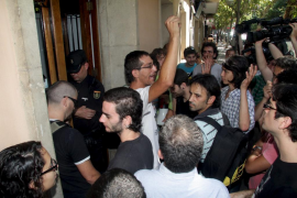 Los 'indignados' evitan un segundo desahucio en Palma, el de una mujer de 83 años