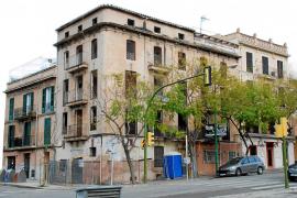 EDIFICIO SITUADO EN EL 31 DE LA AVENIDA ARGENTINA EN EL BARRIO DE SANTA CATALINA .