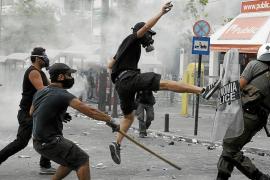 Grecia aprueba el plan de ajuste entre la euforia de las Bolsas y la ira en las calles