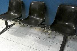 Suspendidos tres policías locales de Palma por agredir a un detenido en los calabozos