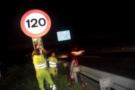 El Consell de Mallorca cambió esta madrugada a 120 por hora las señales de velocidad máxima
