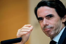 Aznar ve «masoquista» presentar a Rubalcaba como ejemplo de renovación