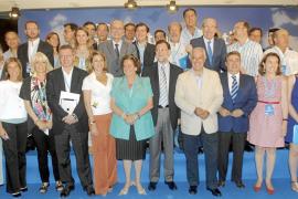 Mariano Rajoy, a sus alcaldes: «Cuidado con subir impuestos, no es momento»