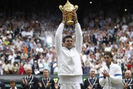 Djokovic, imparable, toca el cielo a costa de Nadal