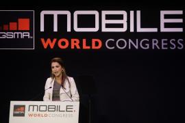 Rania de Jordania pide desarrollar la  educación vía móvi