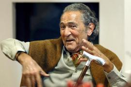 Antonio Gala anuncia que padece un cáncer «de difícil extirpación»