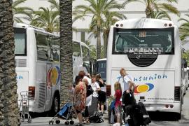 El transporte turístico entra en plena actividad con un alza de clientes del 5%