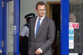 El exasesor de Cameron, en libertad bajo fianza tras declarar nueve horas