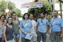 Los partidarios de la peatonalización completa de Blanquerna desafían a Cort