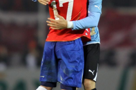 Chile quedó en la puerta de la segunda fase y Uruguay sufre