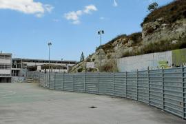 El Ajuntament reducirá el coste de la mejora del muro del instituto