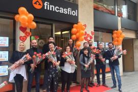 Fincas Fiol cambia en San Valentín el rojo por el naranja