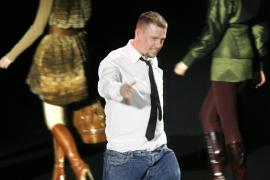 Alexander McQueen se ahorcó tras dejar una nota