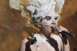 Lady Gaga acapara premios... y miradas