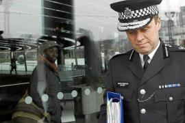 Dimite el 'número dos' de Scotland Yard por el caso de las escuchas