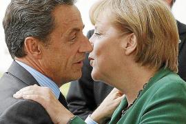 Merkel y Sarzoky buscan una «línea conjunta» para la eurocumbre de hoy