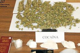 La policía detiene a tres personas por vender cocaína en una vivienda de Palma