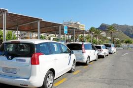 Los taxistas de los pueblos se rebelan ante una masiva presencia de vehículos piratas