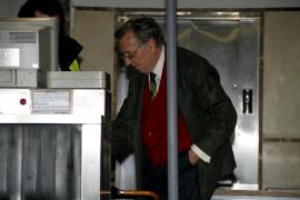 El juez retira el pasaporte y pone una fianza de 250.000 euros al autor de los discursos de Matas