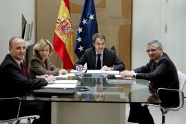 El Gobierno cita a todos los partidos el jueves para buscar un pacto anticrisis