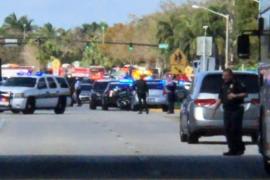 Un muerto y una veintena de heridos en un tiroteo en un colegio de Florida