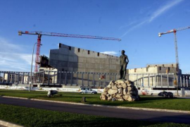 El Govern continuará el Palacio de Congresos y paralizará el tren de Artà