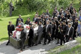 Noruega recuerda con emoción y entereza el viernes más trágico de su historia