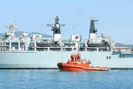 El 'Albion', buque insignia de la Royal Navy inglesa, visita Palma por vez primera